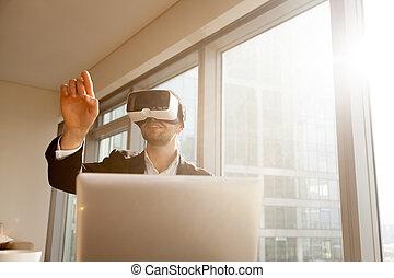 homme affaires, lunettes, virtuel, fonctionnement, réalité