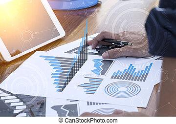homme affaires, main, fonctionnement, à, nouveau, moderne, informatique, et, stratégie commerciale, comme, concept