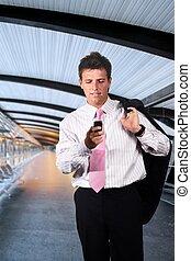 homme affaires, moderne, couloir, promenades