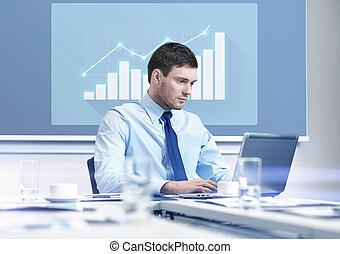 homme affaires, ordinateur portable, bureau, fonctionnement