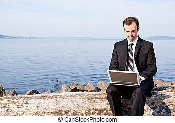 homme affaires, ordinateur portable, caucasien