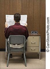 homme affaires, paper., lecture
