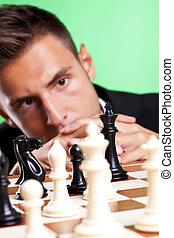 homme affaires, pensée, à, a, échecs, stratégie