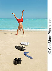 homme affaires, plage, handstand