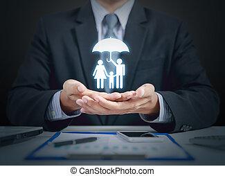 homme affaires, présent, famille, et, assurance maladie, concept, à, parapluie