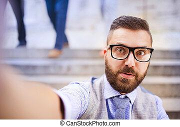 homme affaires, prendre, hipster, selfie