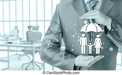 homme affaires, protéger, famille, assurance, concept