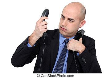 homme affaires, répondre, accablé, téléphones