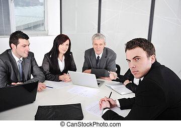homme affaires, réunion, bureau, portrait
