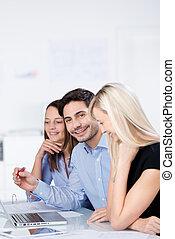 homme affaires, réunion, collègues, femme, bureau