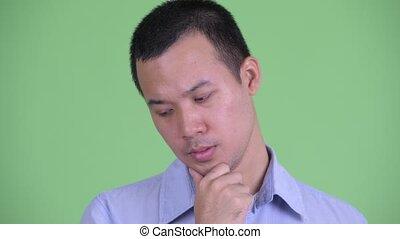 homme affaires, regarder, asiatique, pensée, accentué, faire face bas