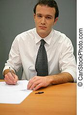 homme affaires, remplissage, formulaire
