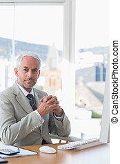 homme affaires, séance, à, sien, bureau