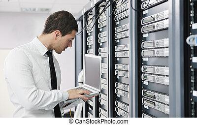 homme affaires, salle, réseau, ordinateur portable, serveur