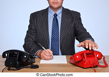 homme affaires, s'assis bureau, à, deux, telephones.
