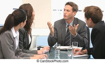 homme affaires, sien, collègues, conversation