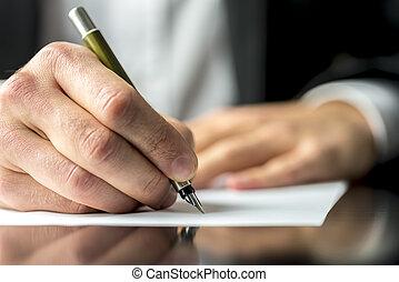 homme affaires, signant document, ou, écriture