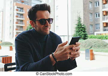 homme affaires, smartphon, utilisation