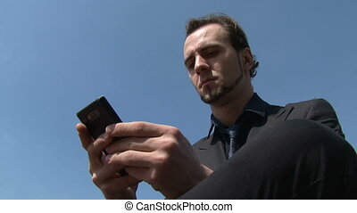 homme affaires, smartphone, texting