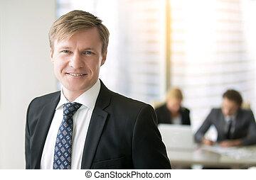 homme affaires, sourire, jeune, portrait