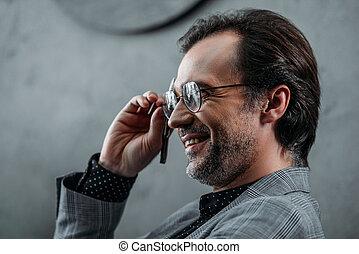 homme affaires, sourire, lunettes