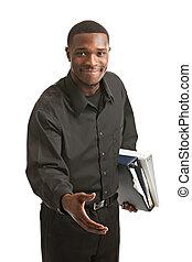 homme affaires, sourire, presse-papiers, isolé, tenue