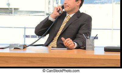 homme affaires, sourire, téléphone