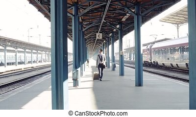 homme affaires, station., train, mûrir