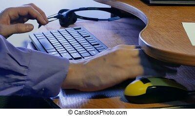 homme affaires, technologies, informatique, homme, dactylographie, clavier, travaux