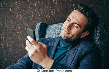 homme affaires, texting, jeune