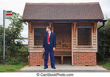 homme affaires tient, à, a, arrêt autobus, dans, pyjama, et, pantoufles