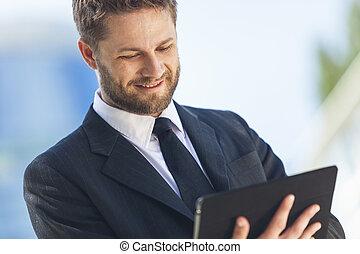 homme affaires, utilisation, tablette, informatique