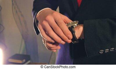 homme affaires, veste, regarde, homme, horloge, complet