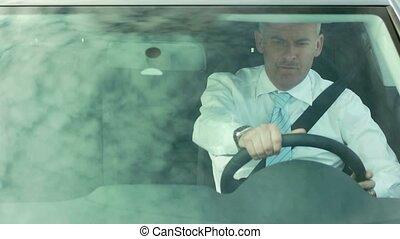 homme affaires, voiture, conduite, ceinture