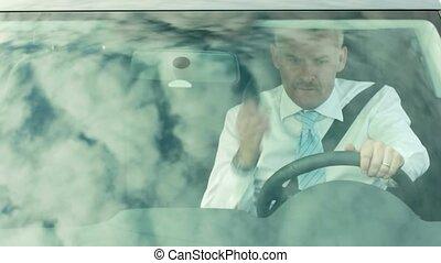 homme affaires, voiture, conduite, téléphone