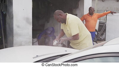 homme, africaine, voiture, ponçage