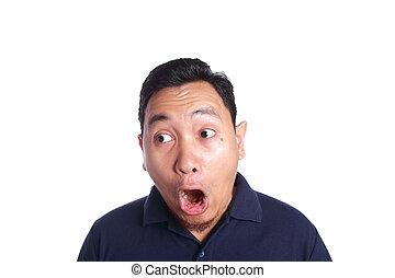 homme asiatique, choqué, à, ouverture bouche