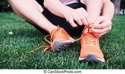 homme, attachement, pelouse, lacet, séance, basket