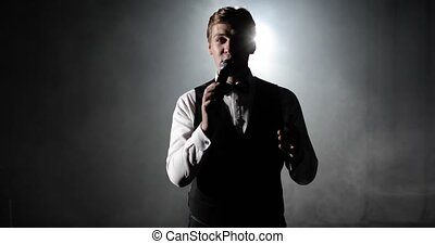 homme, audience, hôte, étape, événement, divertit, parle, microphone, concert.