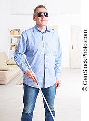 homme aveugle