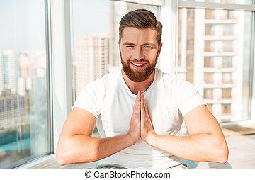 homme barbu, fenêtre, méditation