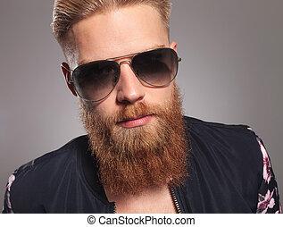 homme barbu, jeune, figure