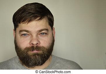 homme, barbu, rêveur, expression., espèce