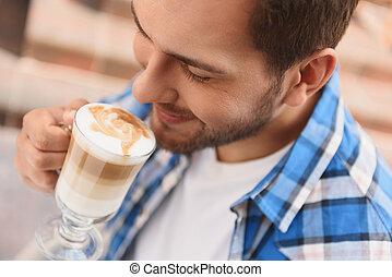 homme, beau, latte, délassant, tasse