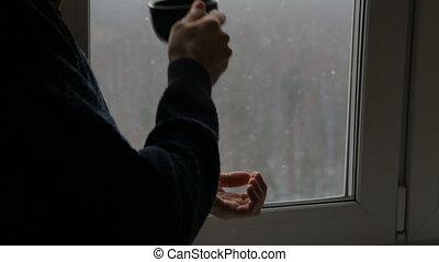 homme, boire, fenêtre, thé