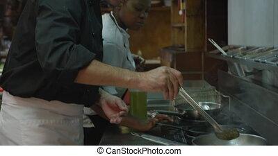 homme, caucasien, cuisine, cuisine