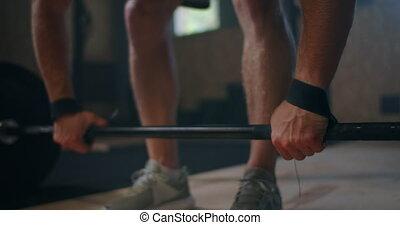 homme, caucasien, jeune, dehors, athlète, coup, barre disques, large, haltérophilie, extrême, gymnase, hall., grand, lourd, hardcore, fonctionnement