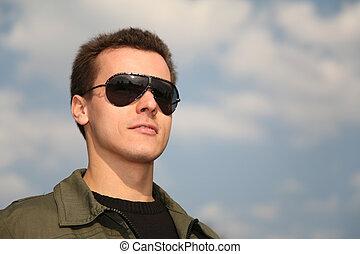 homme, ciel, lunettes