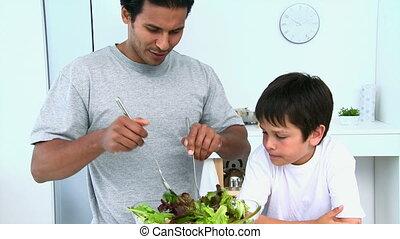 homme, cuisine, elle, salade, fils