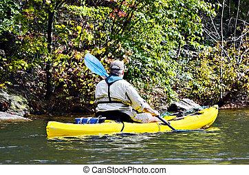 homme, dans, jaune, kayak